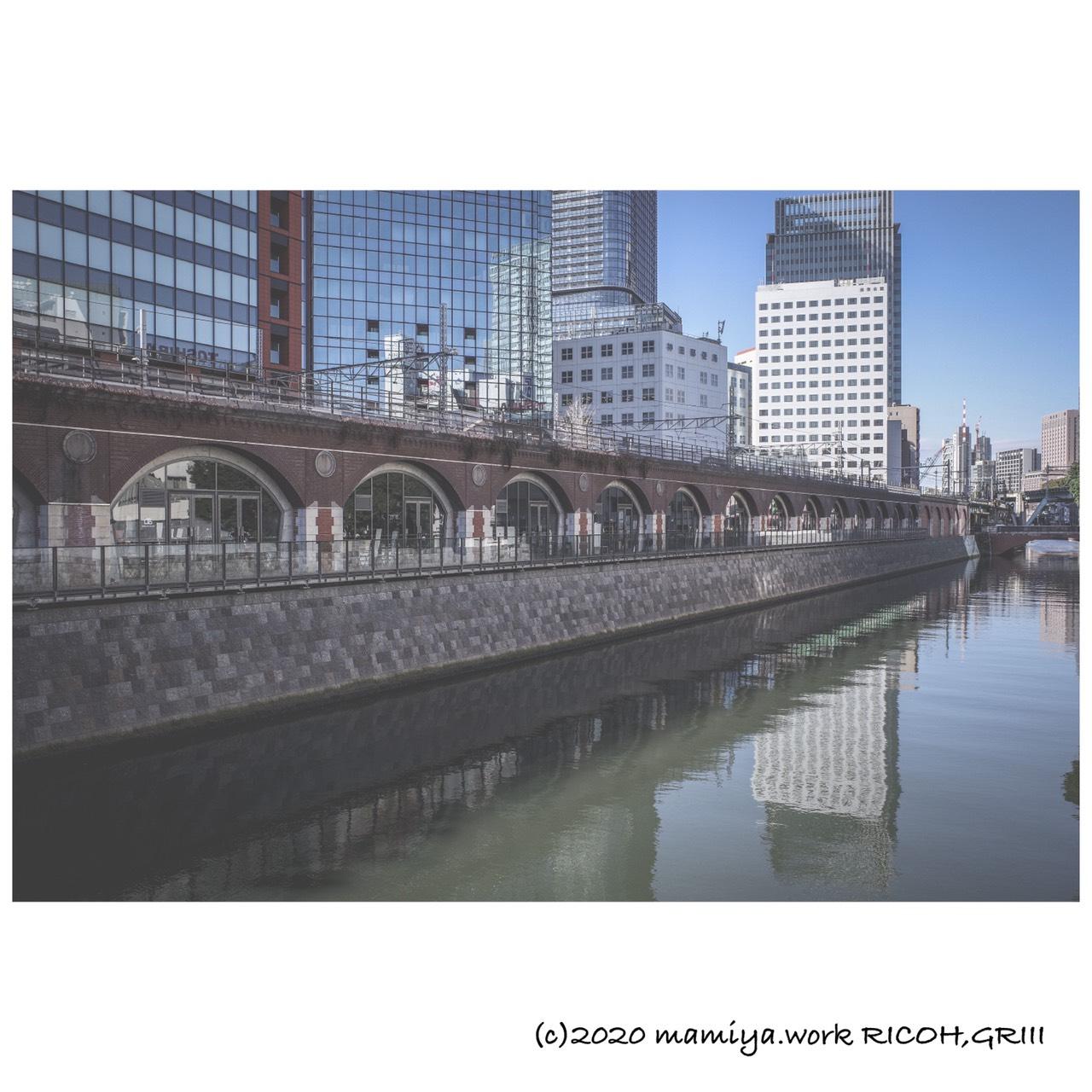 旧万世橋駅と神田川