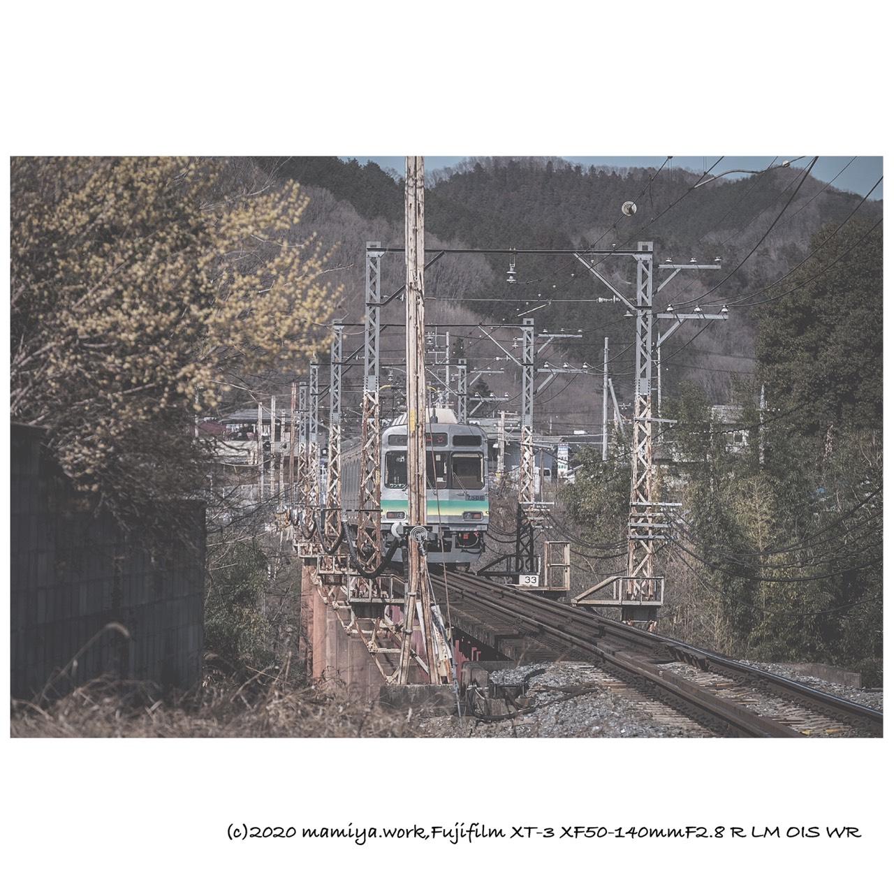 陸橋電車が通る