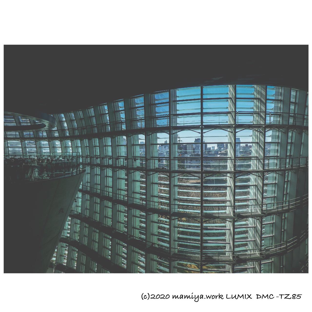国立新美術館窓3階よりLUMIX